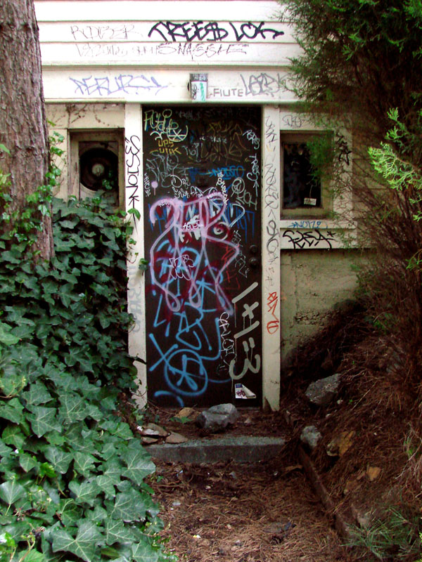 graffitied-door3